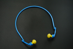 Pressure-regulating earplugs